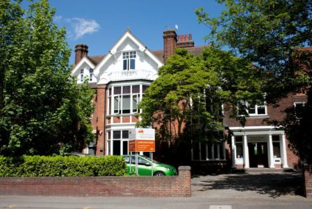 Canterbury Students in School City Area Stafford House of English (70)