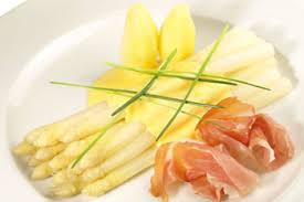 ドイツ中が熱狂!野菜の王様、 ホワイトアスパラの料理