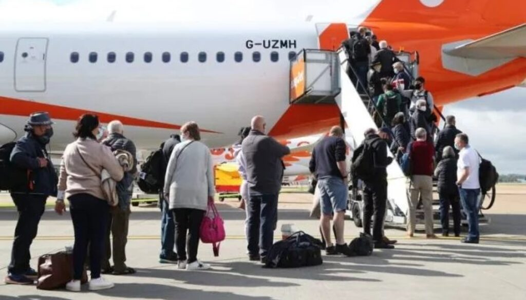 EasyJet-increases-seat-capacity-to-Spain-and-other-European-destinations-696x464